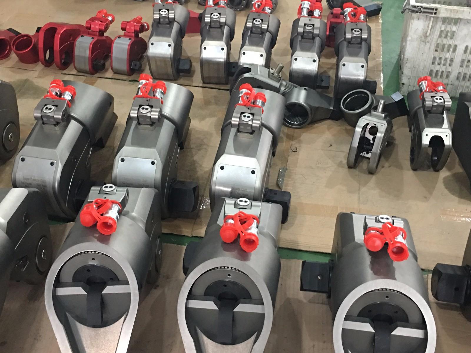 液压扳手型号分类有哪些?在沃顿机械能够买到任意你想要的型号,赶紧拨打400-829-0906或180-5559-5507进行选购吧!