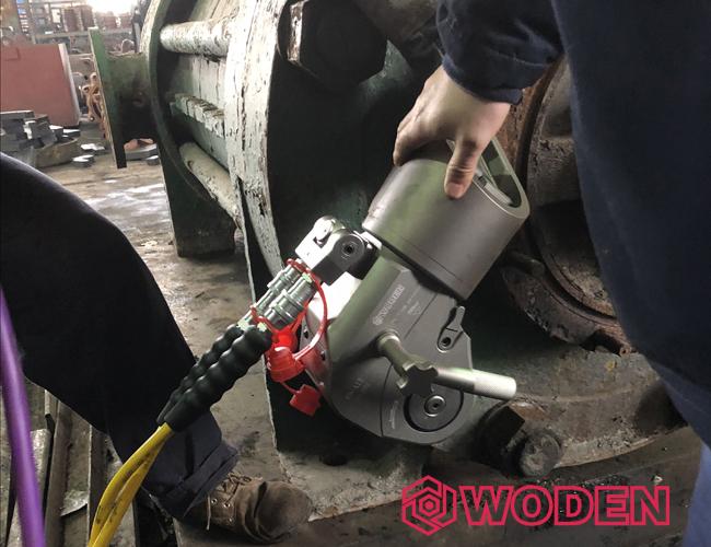 使用液压扳手一定要注意安全操作。