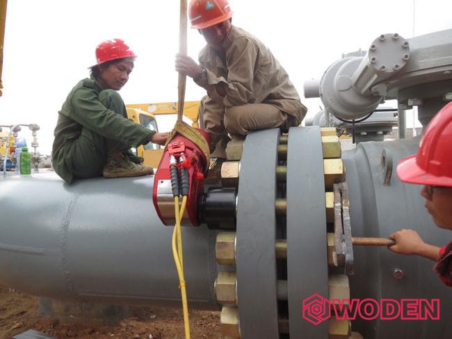 中石油管道公司使用WD-A35驱动液压扳手在缅甸施工。