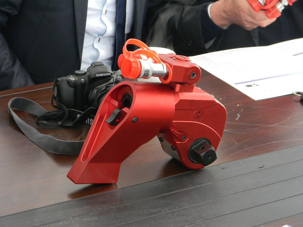 沃顿液压扳手提供扳手颜色定制服务。