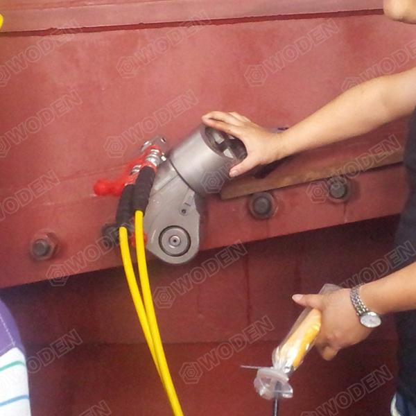 燃煤发电机组维修液压扳手现场使用图