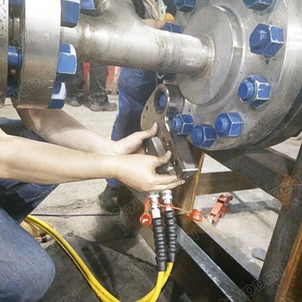 余热发电机组维修液压扳手现场使用图