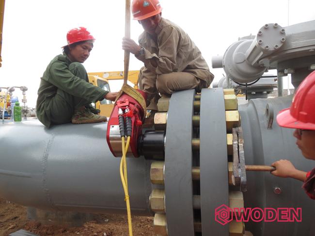 沃顿液压扳手应用于缅甸石油管道安装